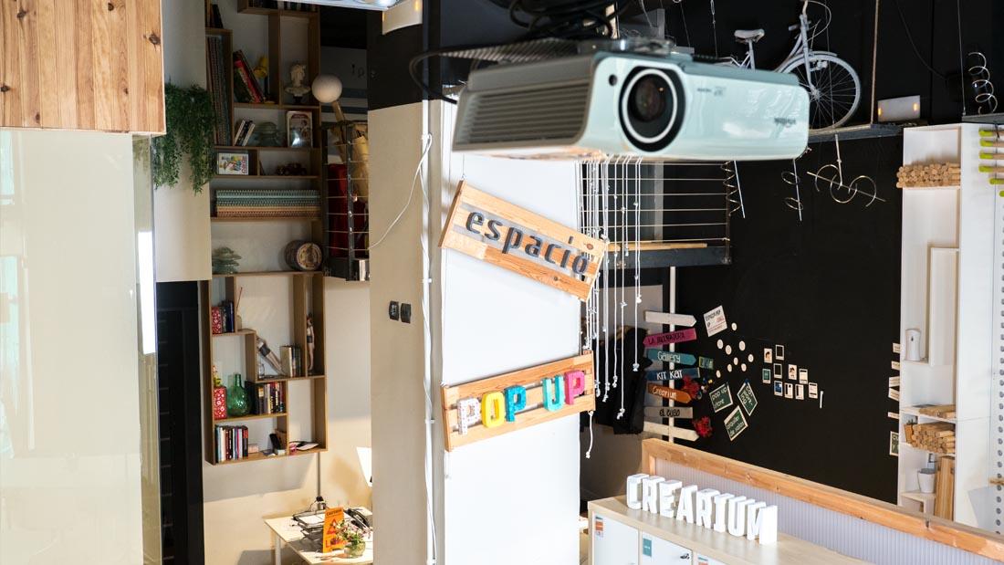 mini crearium 2 salas item proyetor detalles espacio pop up mejor coworking valladolid